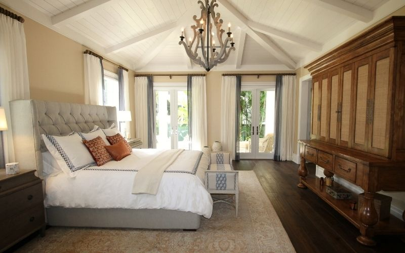 Dark wood floor with mixed whites and wood furniture shades